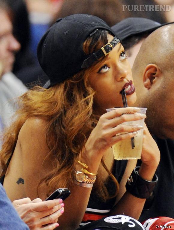 Comme Rihanna adoptez la casquette portée à l'envers !
