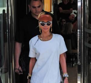 Rihanna, virginale ou presque a la sortie de son hotel londonien