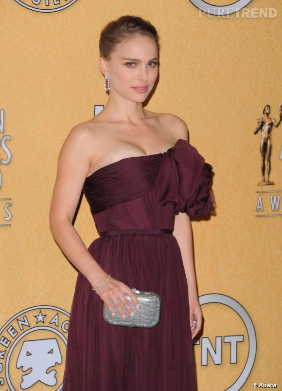 """Natalie Portman devrait faire ses débuts à la réalisation en adaptant le roman d'Amos Oz """"A tale of love and darkness""""."""