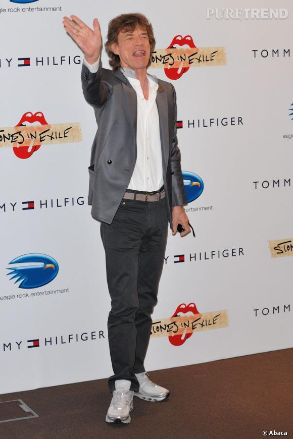 Mick Jagger, l'ambassadeur du duo costume basket sur tapis rouge.