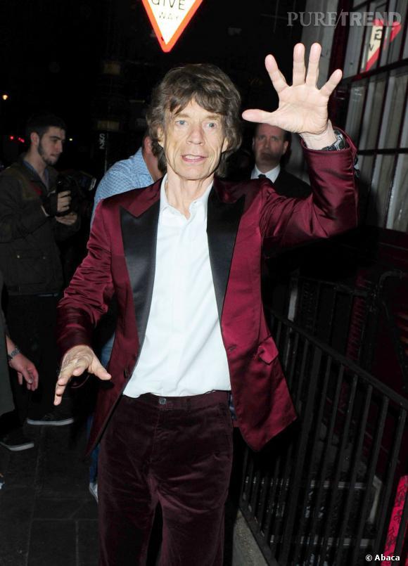 Lors de sa soirée d'anniversaire (un peu en avance) début juillet 2013 il brille avec son pantalon en velours et sa veste satinée, le tout bordeau. Même avec l'âge, il reste un véritable excentrique.