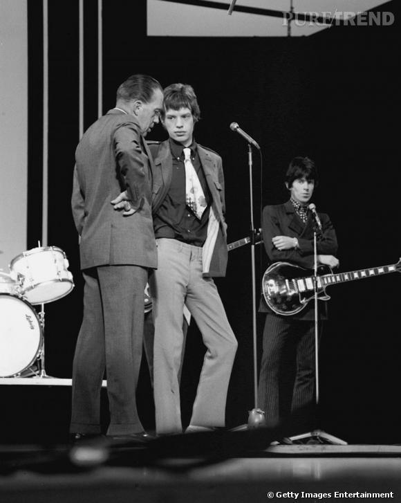 Lentement mais surement, Mick Jagger rentre dans les seventies et commence à faire de la place dans son dressing pour les pantalons pattes d'eph.