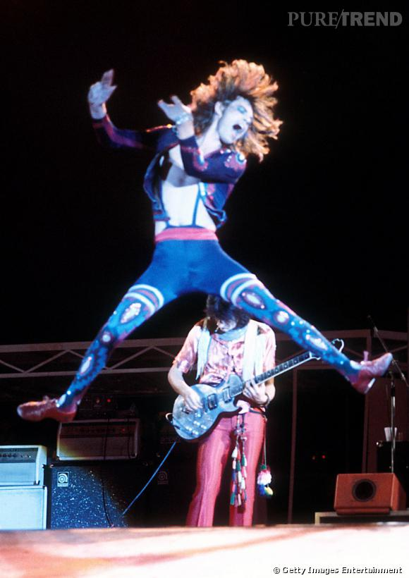 Fière de sa silhouette, Mick Jagger fait des pantalons ultra-moulants sa marque de fabrique.