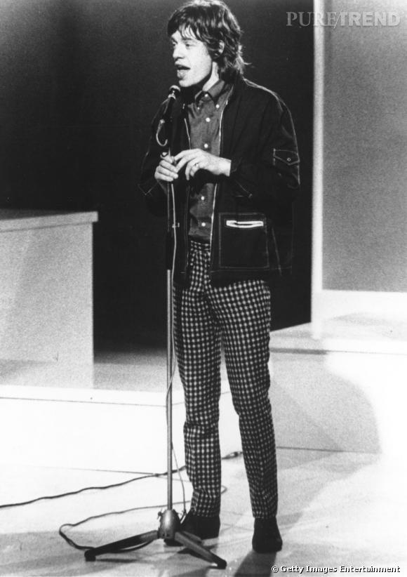 Au milieu des 60's, la cote de popularité de Mick Jagger et de son groupe monte en flèche mais le chanteur reste toujours un peu désuet dans son style.