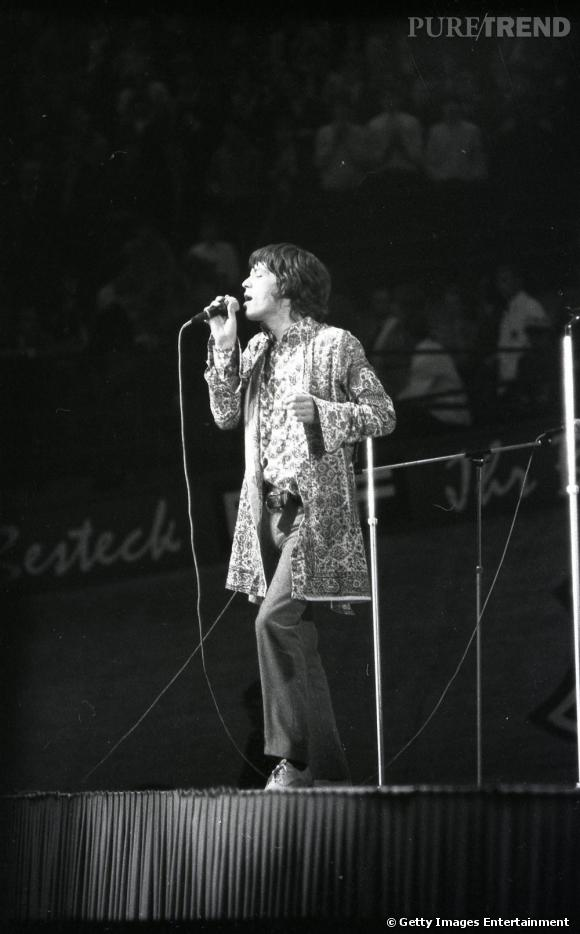 Berlin, 1967. Mick Jagger est en accord avec le style parfaitement kitsch dans son époque et sa garde-robe se dévergonde.