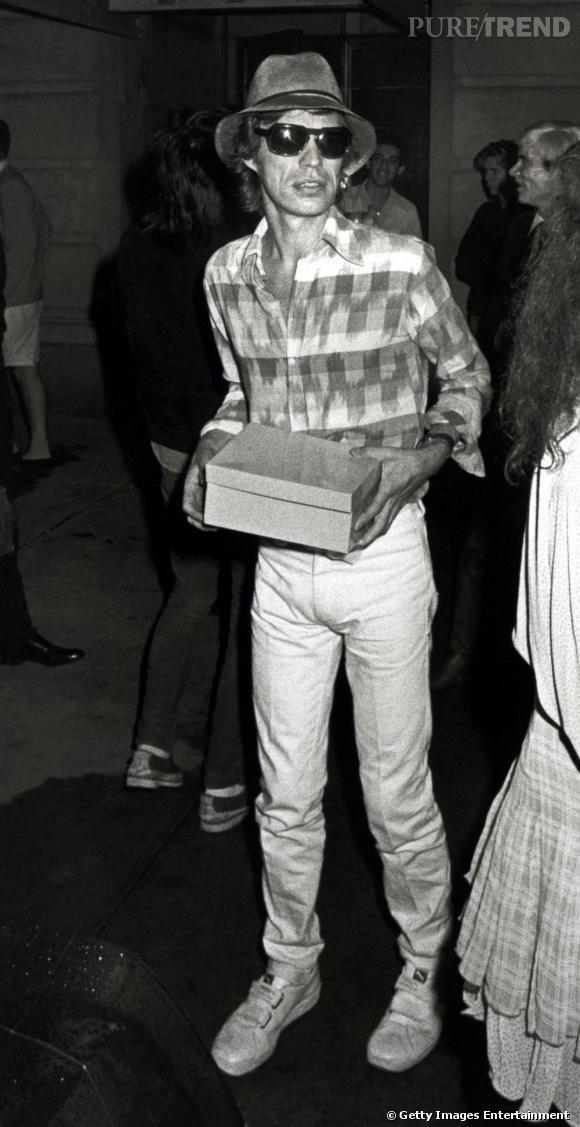 Même hors scène Mick Jagger cultive un look bien particulier.