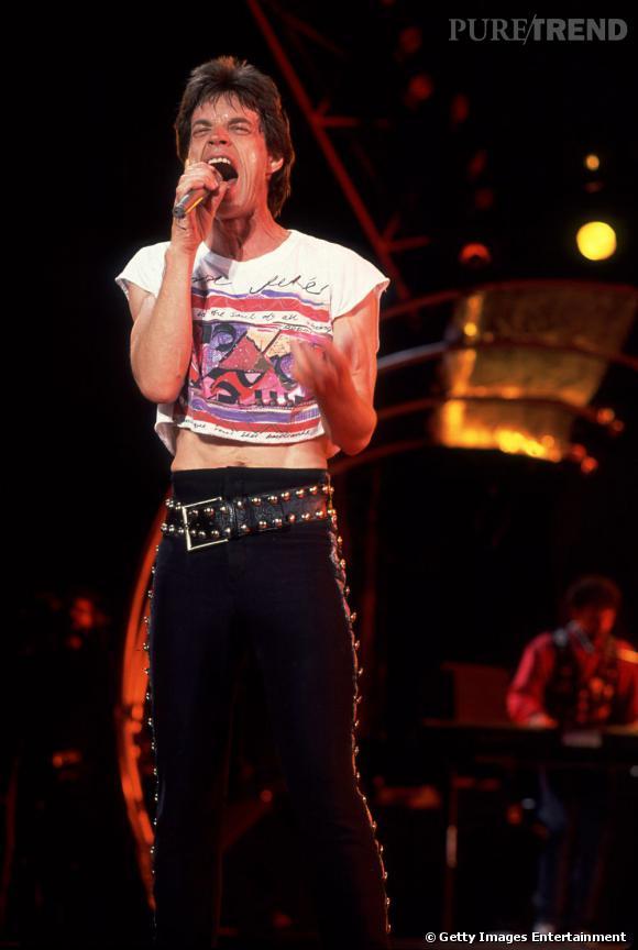 Les starlettes peuvent aller se rhabiller, le premier à avoir adopter le cropped top c'est Mick Jagger en 1989 !