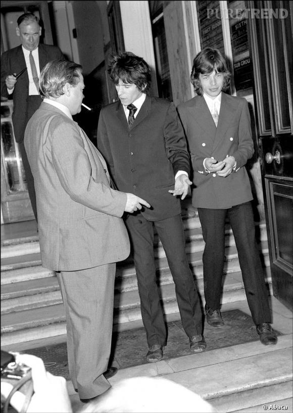 Lors de son arrestation en 1967, Mick Jagger reprend son image de jeune homme parfait avec son costume bien coupé.