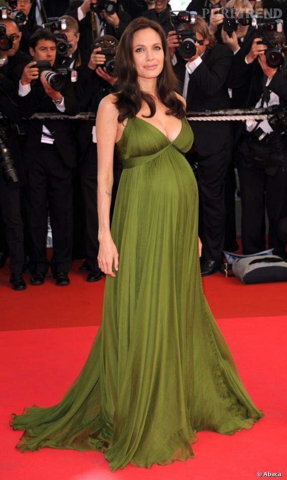 Stars enceintes :     Le top d'Angelina Jolie  : renversante au Festival de Cannes, un look culte.