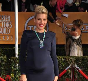 Stars enceintes : Le top de Busy Philipps : l'actrice est absolument renversante sur tapis rouge pour les Screen Actors Guild Awards.