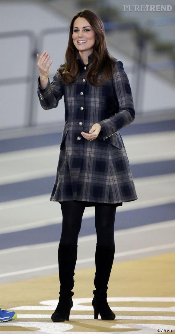 """Stars enceintes :     Le flop de Kate Middleton :  Et non, on vous l'assure, Kate n'a pas fait pire que ça pendant sa grossesse ! Aucun vrai flop pour la Duchesse de Campridge, juste un look """"moins bien que les autres"""". Chapeau."""