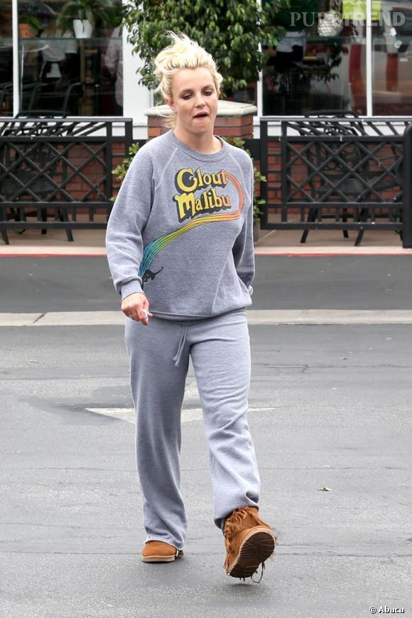 Britney Spears se laisse aller côté mode et se contente d'un jogging pour aller faire ses courses.