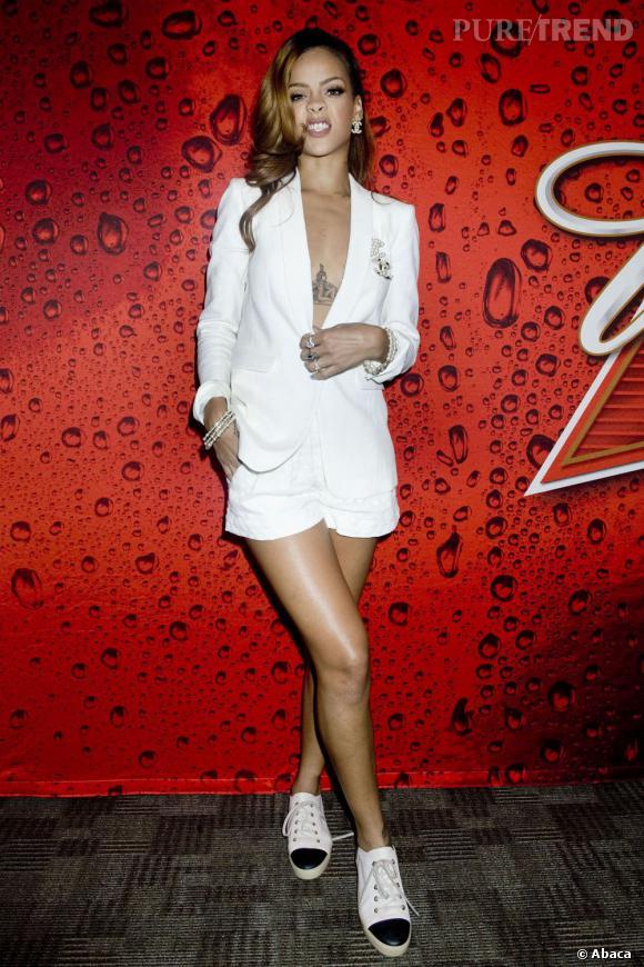 Comme Rihanna adoptez les baskets même en tenue sexy !