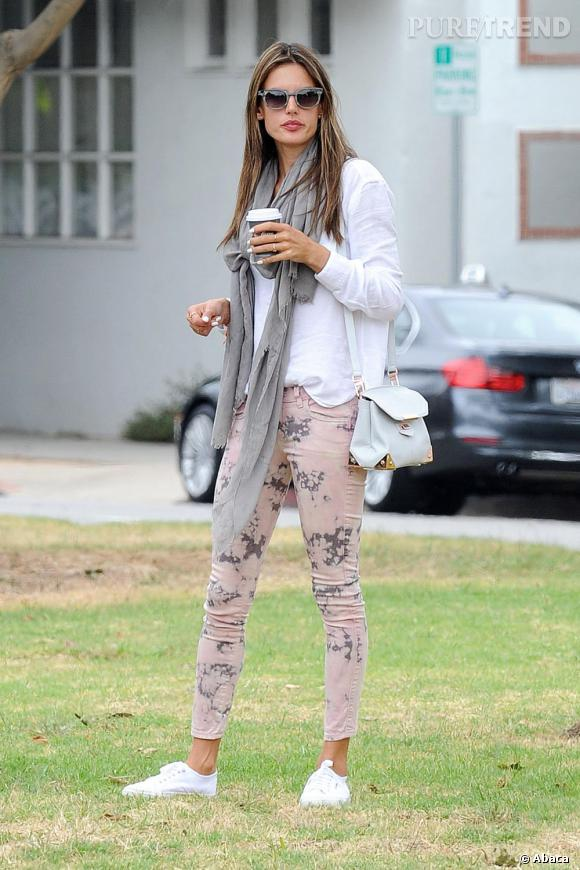 Comme Alessandra Ambrosio adoptez les baskets !