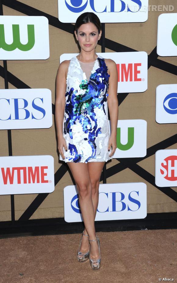 """Rachel Bilson, divine en robe à sequins 3.1 Phillip Lim à la soirée d'été CW, CBS et Showtime pour la Television Critics Association. La star représente la série """"Hart of Dixie""""."""