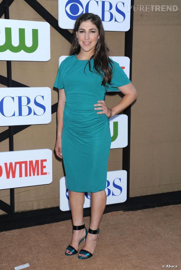 """Mayim Bialik de """"The Big Bang Theory"""" à la soirée d'été CW, CBS et Showtime pour la Television Critics Association."""