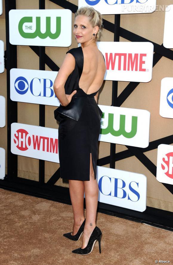 """Sarah Michelle Gellar pour """"The Crazy Ones"""", divine dans une robe à basques à la soirée d'été CW, CBS et Showtime pour la Television Critics Association."""