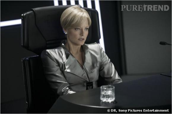 "Armani habille Jodie Foster dans son dernier film ""Elysium"" en salles mercredi 14 août prochain."