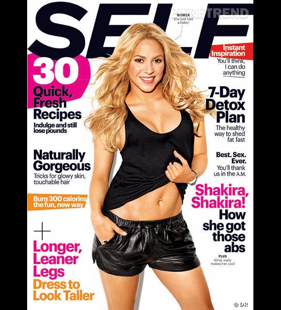 En couverture du magazine Self, Shakira dévoile ses abdos en béton.