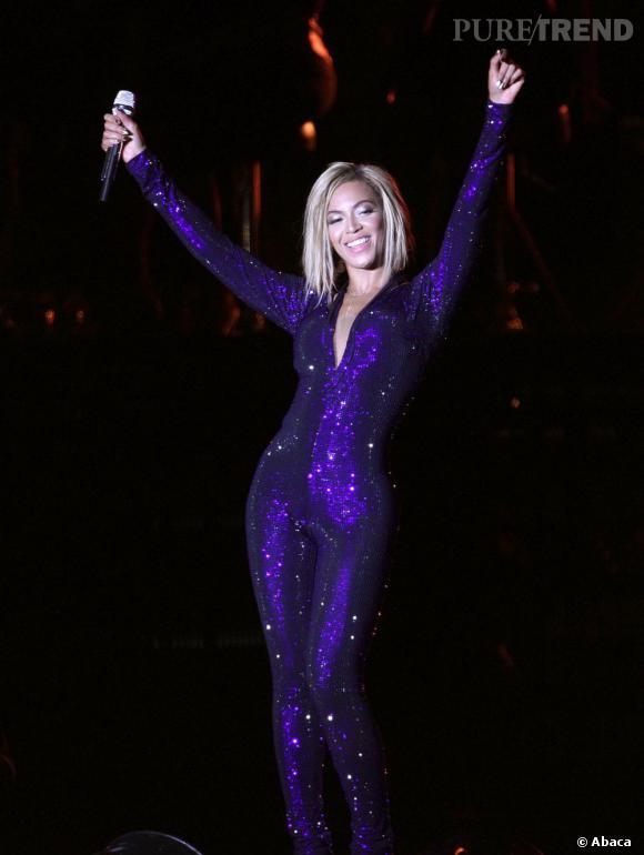 Beyoncé fait son show sur la scène du V Festival en Angleterre.