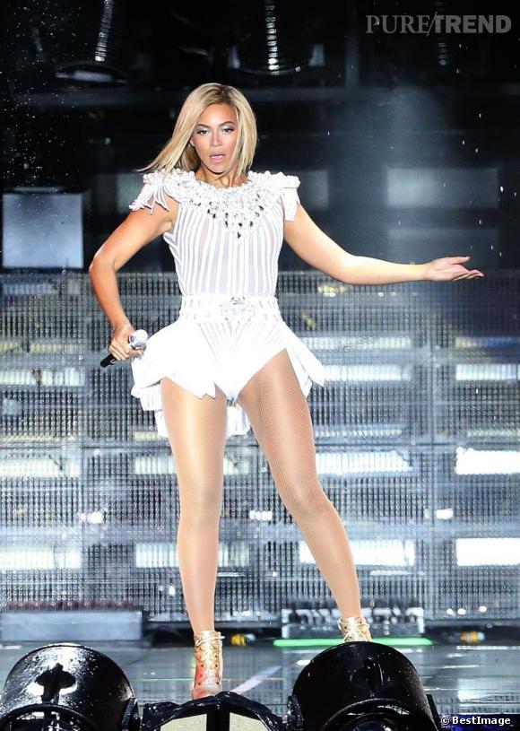 Beyoncé offre à ses fans un show de 45 minutes avec de nombreuses tenues sexy.