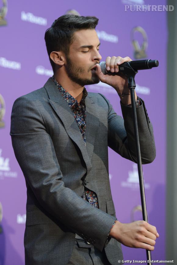 Baptiste Giabiconi chante aux InTouch Awards 2013 à Berlin.