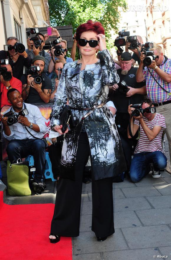 Sharon Osbourne fait son arrivée à la conférence de presse X Factor nouvelle saison.