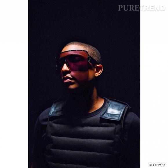 Pharrell Williams porte la paire de solaires inspirée du masque de ski, un symbole pour Moncler.