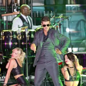 Robin Thicke sur scène, c'est hot !