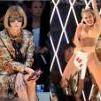 Anna Wintour voulait accorder la Une du  Vogue US  de décembre à Miley Cyrus... Mais depuis sa prestation MTV Video Music Awards, il n'en est plus question.