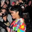 Mais ce soir-là, Rihanna va encore plus loin et s'amuse avec sa pochette pénis.
