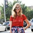 Un top en dentelle rouge et une jupe taille haute, une inspiration signée Dolce & Gabbana.
