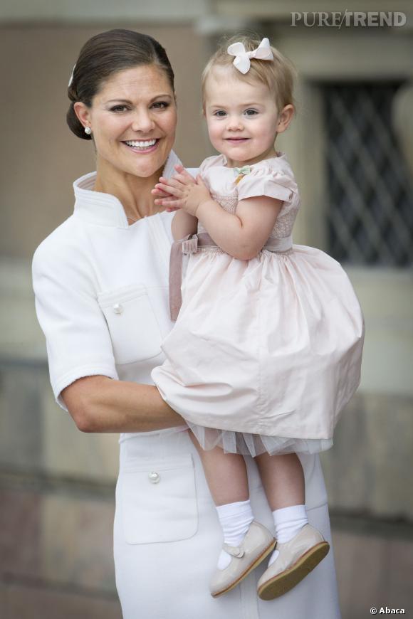 Chic et girly, la petite Estelle de Suède a tout d'une future fashionista à l'image de sa mère, la Princesse Victoria de Suède.