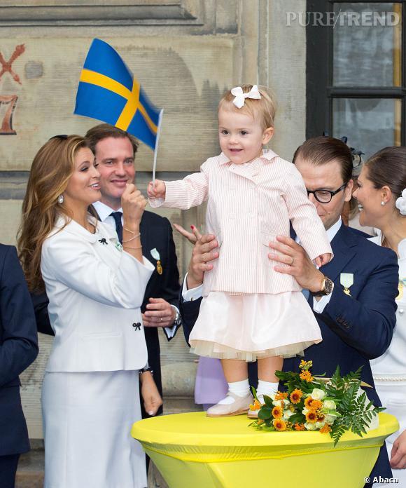 La petite Estelle de Suède tient de sa mère, la Princesse Victoria, et de sa tante, la Princesse Madeleine, côté look.