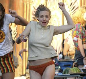 Amanda Seyfried, en petite culotte pour ''While We're Young''