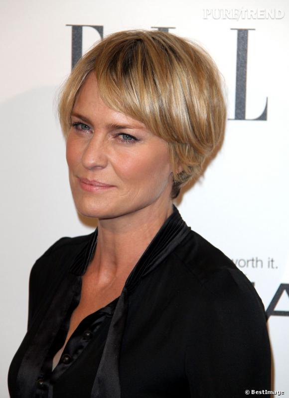 Bien-aimé La même année, Robin Wright coupe ses cheveux. Elle arbore une  VI13