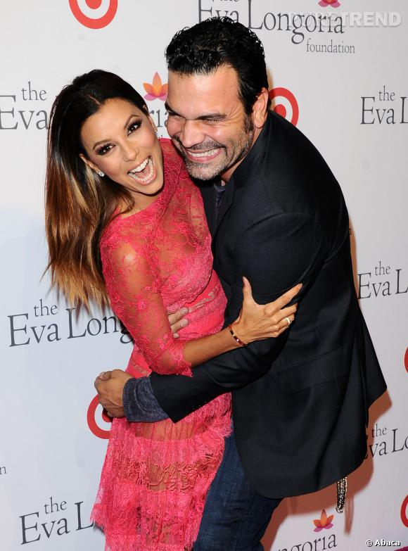 "Outre ses projets de productrice, Eva Longoria a retrouvé son partenaire de tournage sur ""Desperate Housewives"", Ricardo Antonio Chavira, sur le plateau de la série ""Welcome to the Family""."