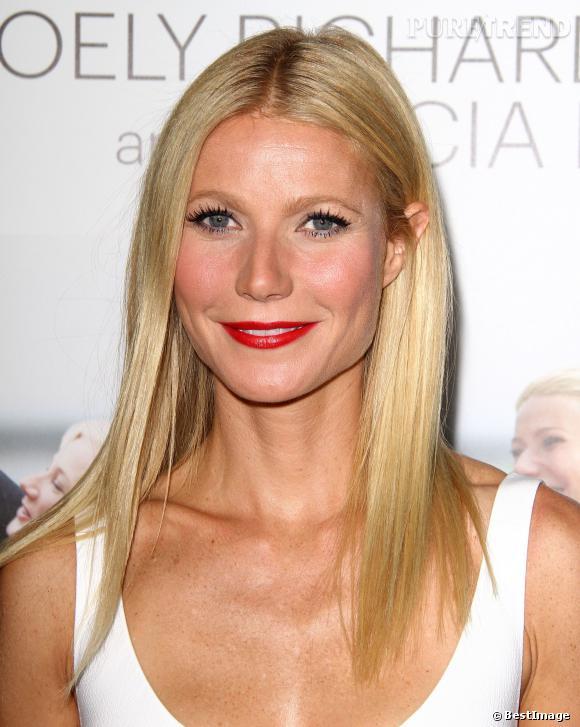 Gwyneth Paltrow avec un blond sublime, tout en brillance. Il est toutefois bien plus clair que son blond naturel : on remarque ses racines.