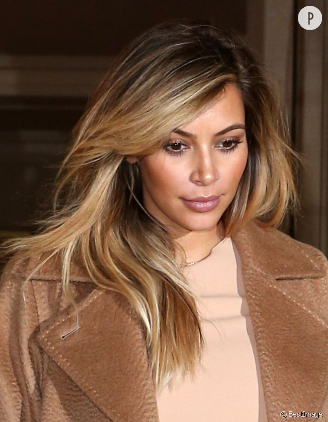 kim kardashian se remet de sa grossesse en passant au blond elle choisit un effet entre le tie. Black Bedroom Furniture Sets. Home Design Ideas