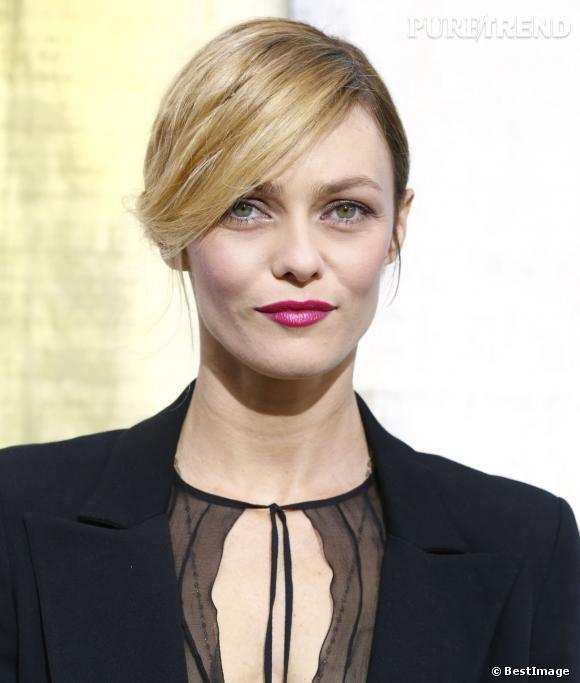 Vanessa Paradis est beaucoup plus blonde qu'avant, une couleur qui lui va à ravir.