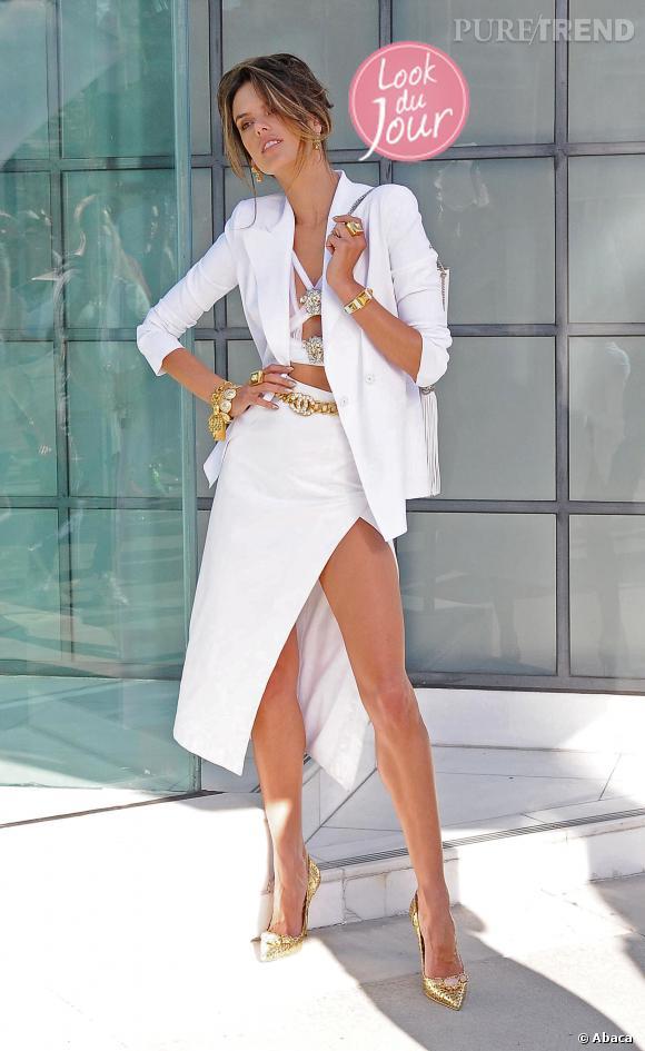 Alessandra Ambrosio, lumineuse en Chanel pour un shooting photo dans les rues de Los Angeles.
