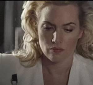 Et si l'actrice paraît froide sur les photos, en coulisses, elle s'autorise à se moquer d'elle-même, comme dans cette vidéo éditée par Vogue.