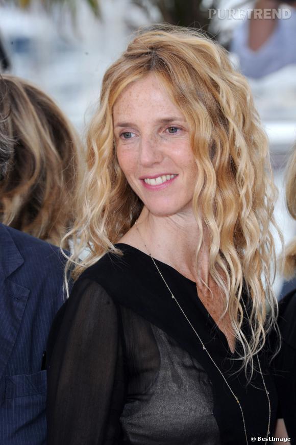 Balayage blond parfait, sourire et make-up nude, 2011 c'est l'année de la révélation pour Sandrine Kiberlain.