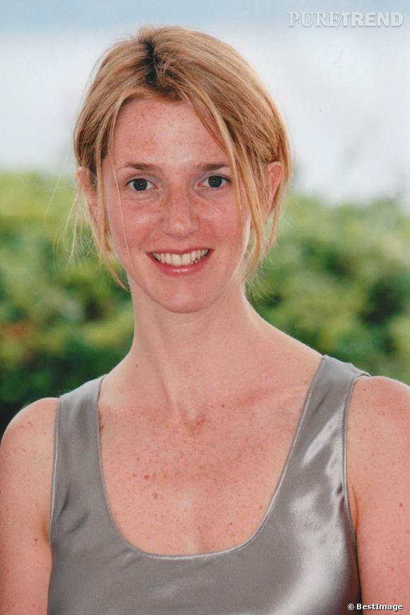 1998, Sandrine Kiberlain a les cheveux plus roux, toujours aussi naturelle, elle est en revanche plus souriante.