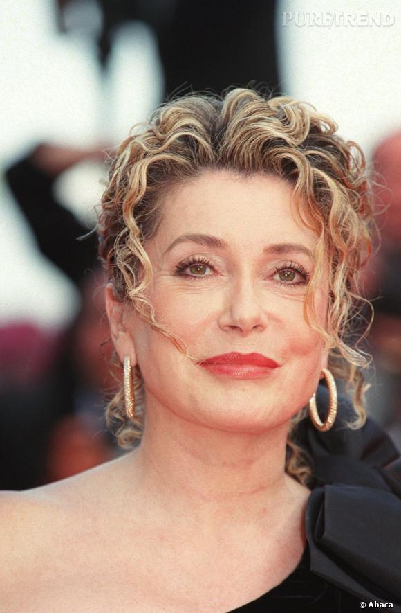 Catherine Deneuve à Cannes ne fait pas son âge.