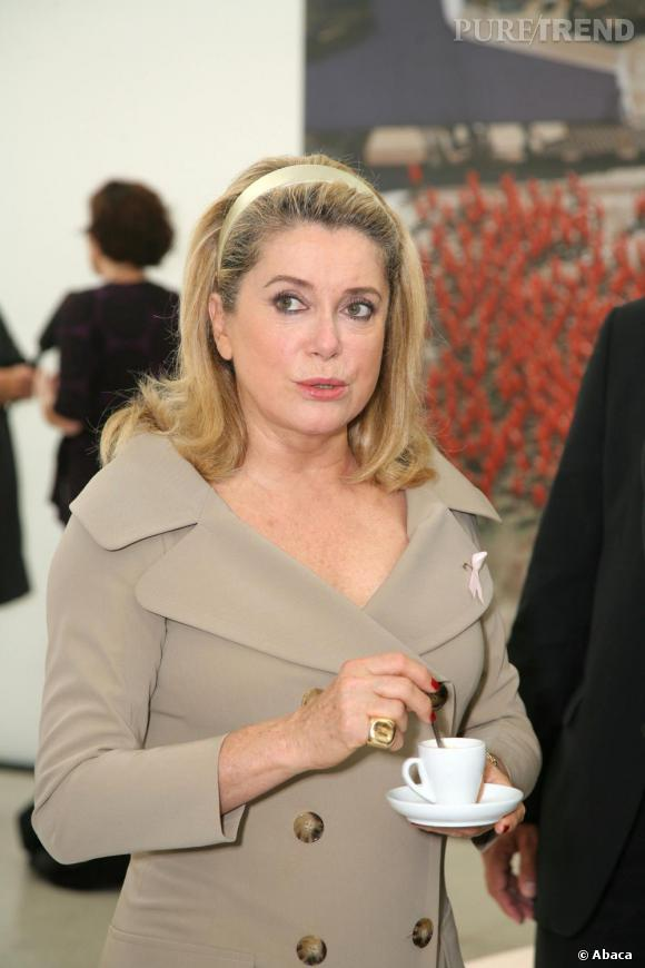 En 2007, Catherine Deneuve renoue avec son style des années 60 !