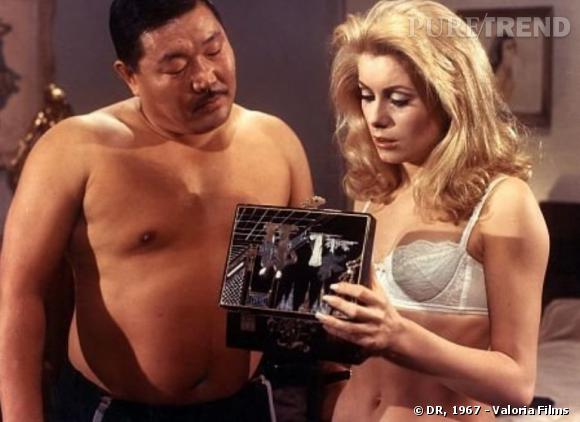 Catherine Deneuve, sexy et dénudée, l'une des premières actrices françaises très audacieuses.