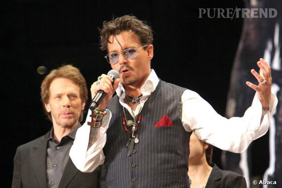 Johnny Depp aime se vernir les ongles.