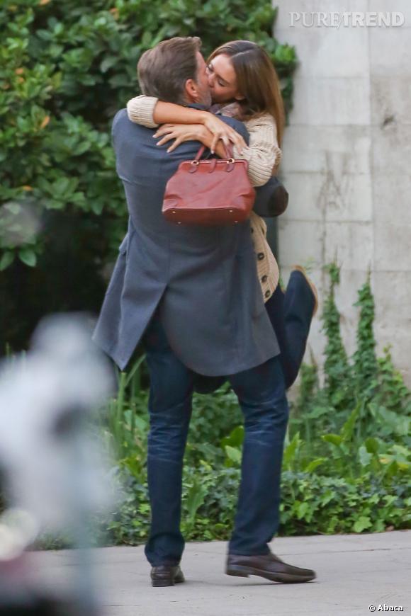 "Pierce Brosnan et Jessica Alba sur les tournages de ""How to Make Love Like an Englishman""."