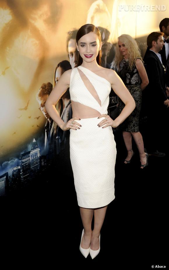 La robe à découpes : l'atout sexy de Lily Collins